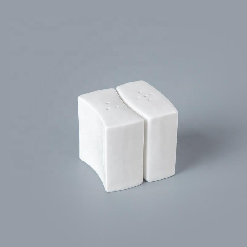 Popular Customized China Porcelain 3 & 5 Holes Salt Pepper Shaker, Salt And Pepper Shakers For Banquet^