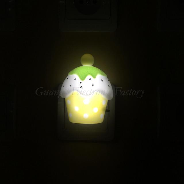 OEM w047 0.6w AC 110V or 220VStraw cake Shape 3SMD mini switch plug in night light