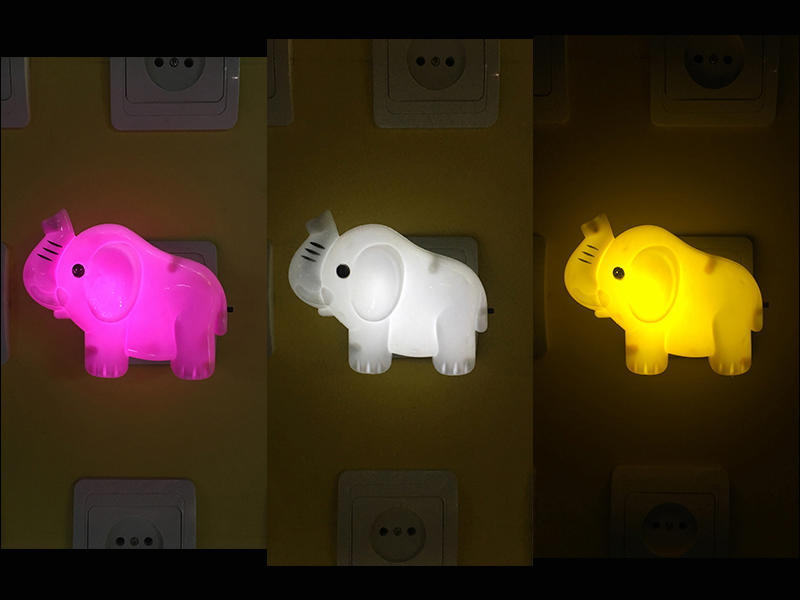 W027 0.6w AC 110V or 220VMini elephant shape 4SMD mini switch plug in night light