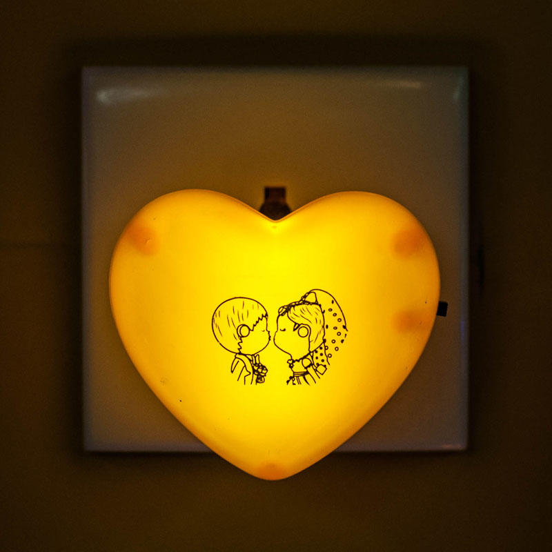 love shape LED mini switch plug in plastic baby night light with 0.6W and 110V or 220V