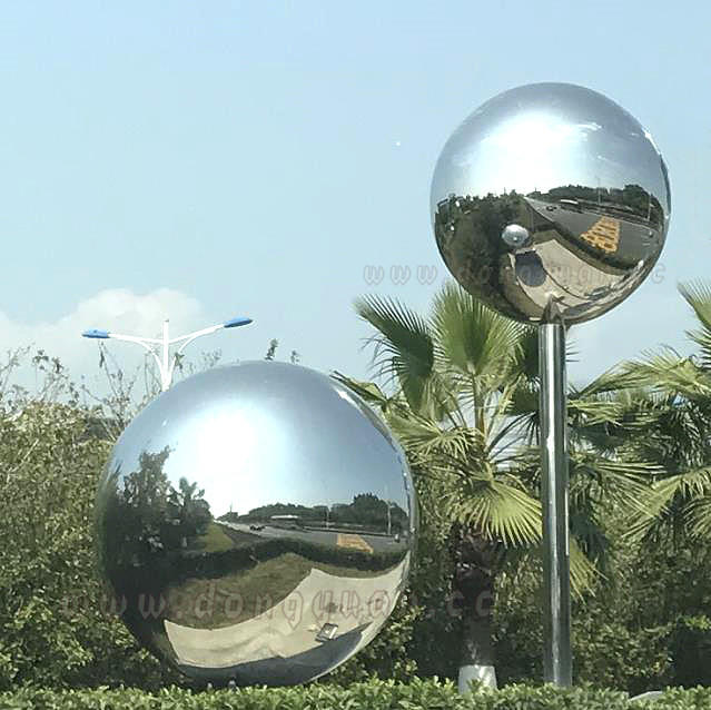 Stainless Steel Spherical, Silvered, Hand-crafted Sphere for Artworks Display Ornament