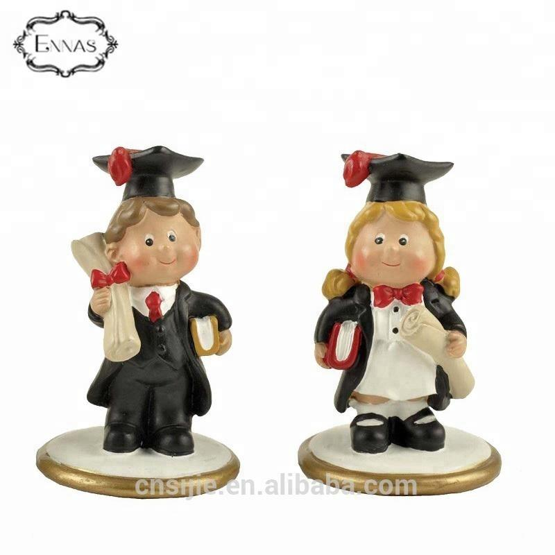 Polyresin graduation figurines for table decoration