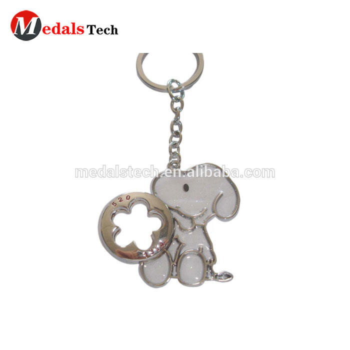 Colorful design Transparent paint cute wholesale snoopy keychain with glitter