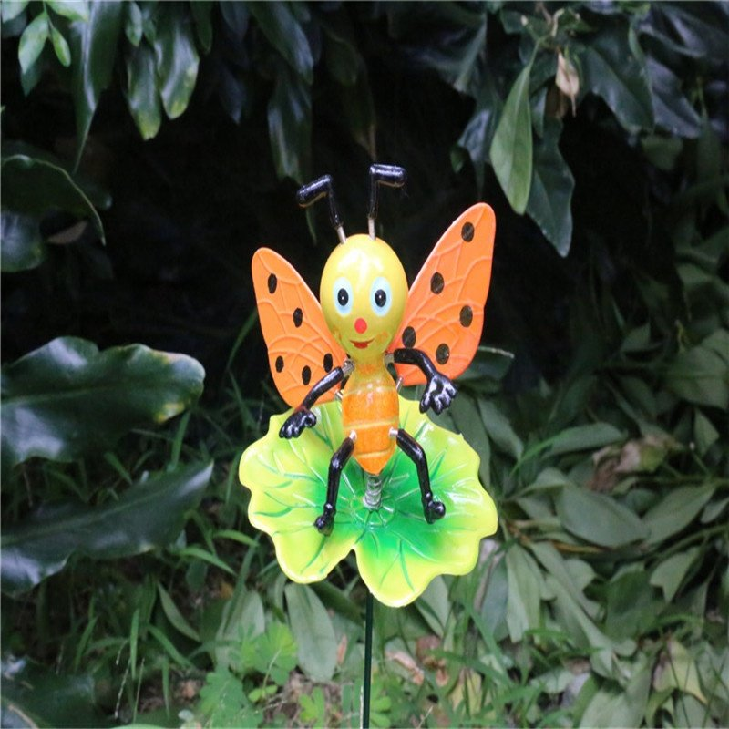 product-Osgoodway Hot Selling Garden ornaments Plastic Stake Bee on Lotus Leaf Cute Garden Decor wit-1