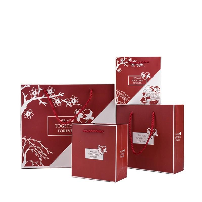 White Cardboard Paper Bag High Quality Christmas Paper Gift Bag Custom Logo