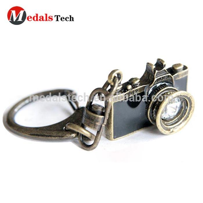 Hot sale antique crafts metal camera shape keychain with carabiner