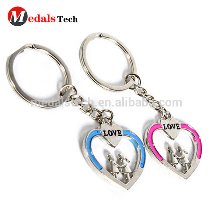 2018 custom souvenirs heart shape hollow out lover metal keychains