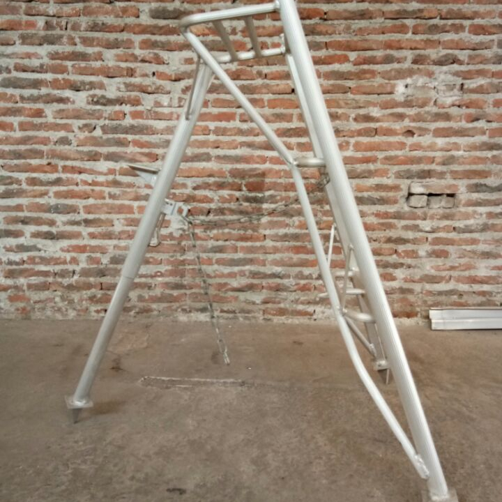 Triangle orchard harvest high aluminum ladder