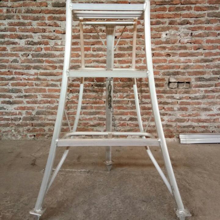 Aluminum tripod ladder for fruit picking