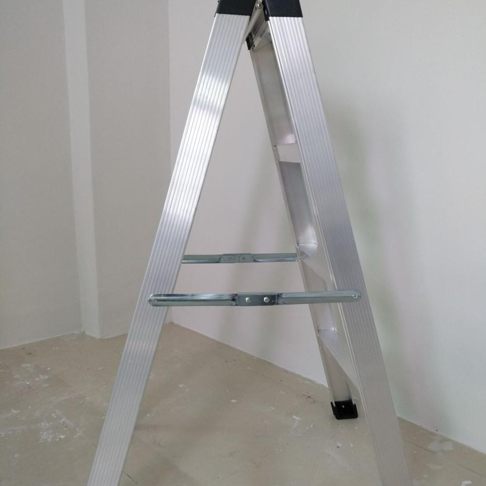 Lightweight aluminumA type folding 4 step ladder
