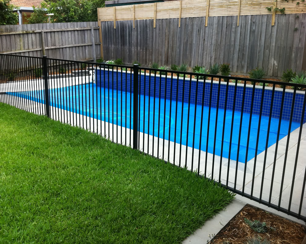 Powder Coated flat top aluminum security fence