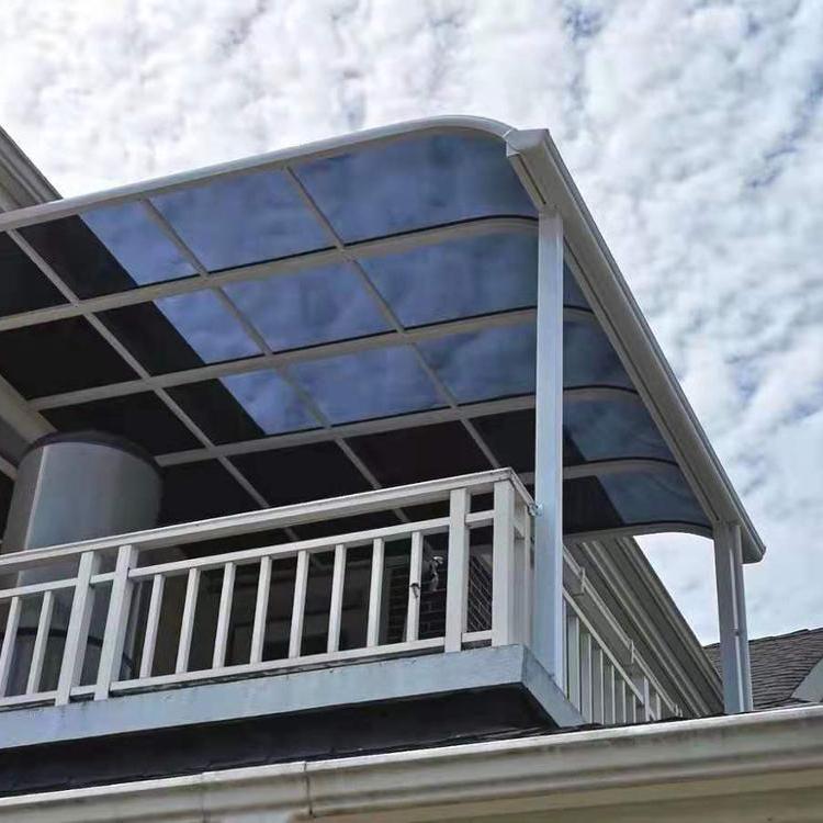 Outdoor aluminium pergola with side blinds