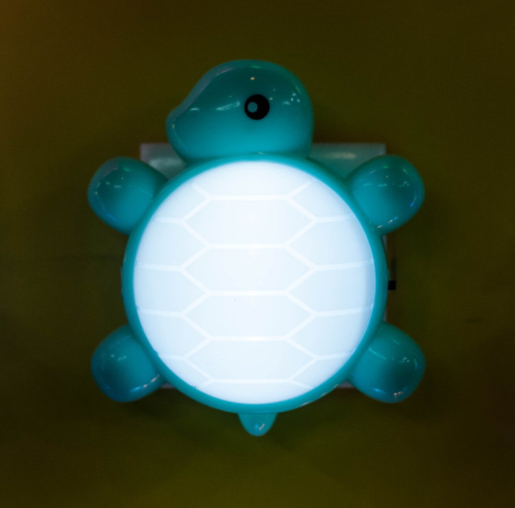 USB turtle shape LED mini switch plug in plastic night light with 0.6W and 110V or 220V W024
