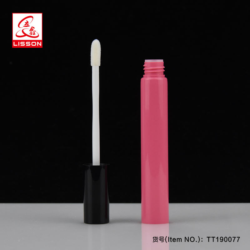 D19 plug type lip gloss empty tubes with logo and flocking applicator