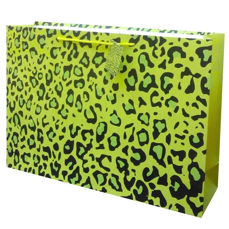 High Quality Low MOQ Custom Logo Green Pattern Kraft Paper Wrapping Bags