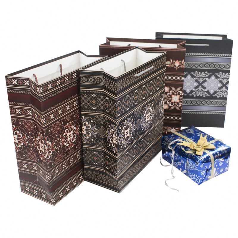 Wholesale promotional foldable recycle shopping gift luxury paper bags with handle