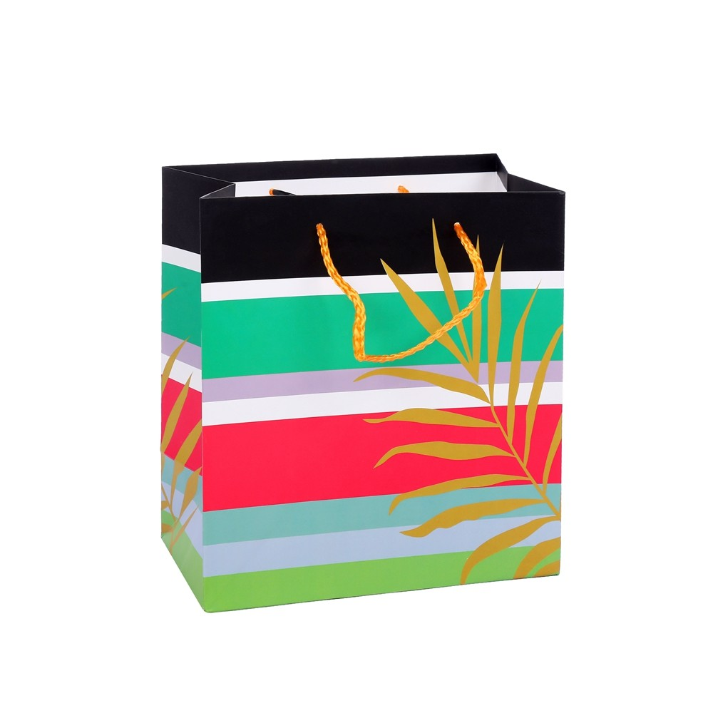 The Latest Design Reusable Foldable Embossing Fashion Paper Shopping Bags