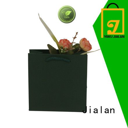 Jialan paper bag supplier widely applied for packing birthday gifts
