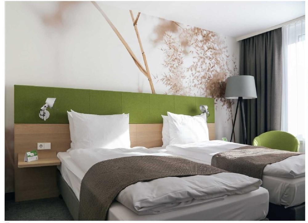 Economical Hotel Furniture with Oak Bedroom Furniture Set (YB-807)