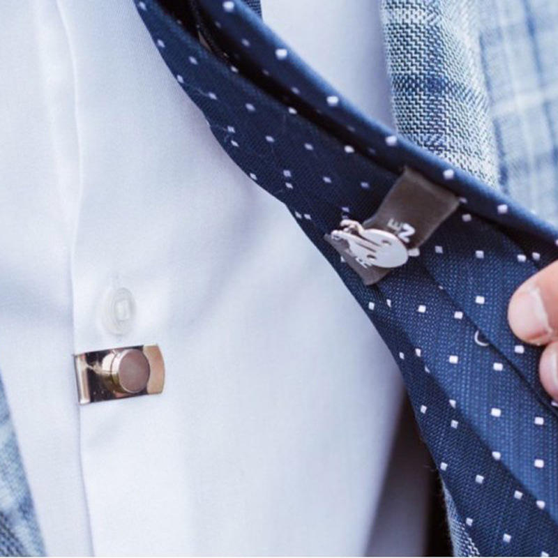 Strong magnetic stealth tie clip automatically fixes stainless steel tie clip