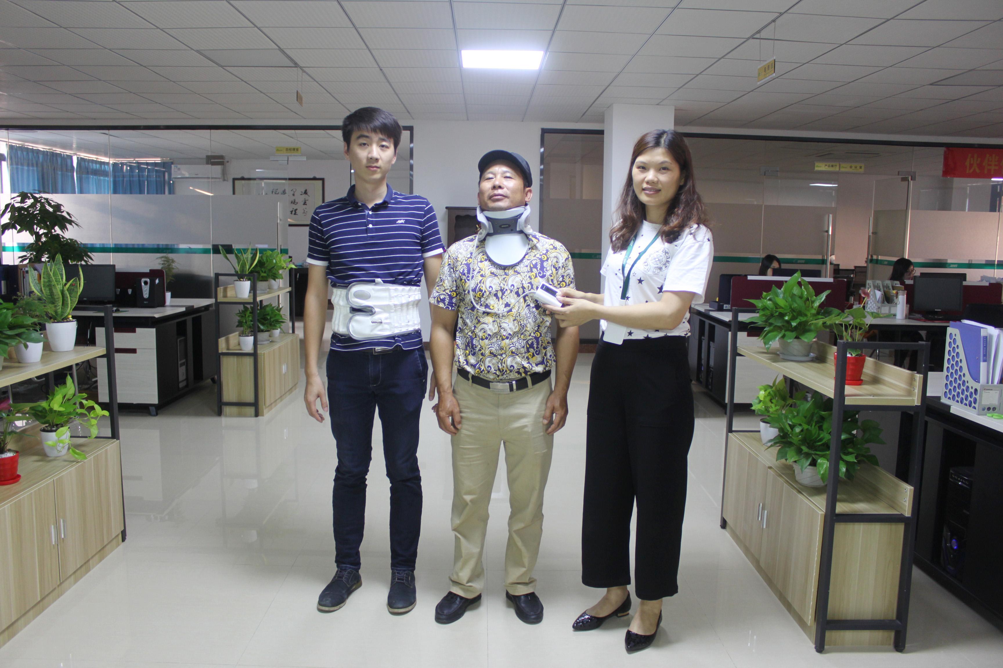 客户体验操作凌远气压颈椎牵引器
