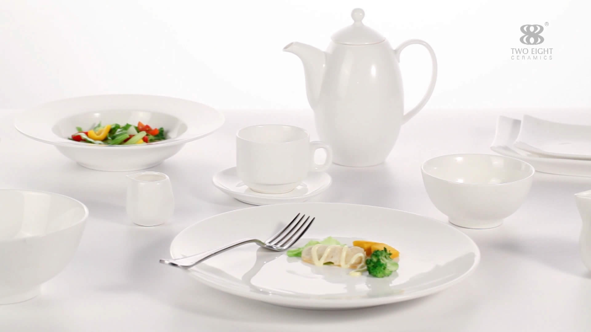 Pure white, organic and functional dining plates set - TW32